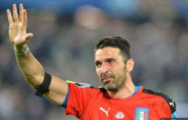 VIDÉO - Gianluigi Buffon sauve la marseillaise en Italie - K-Direct