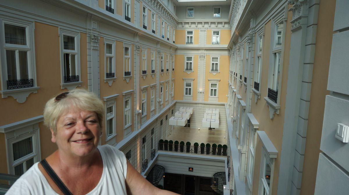 Parlement hongrois et arrivée l'hôtel Corinthia, Budapest