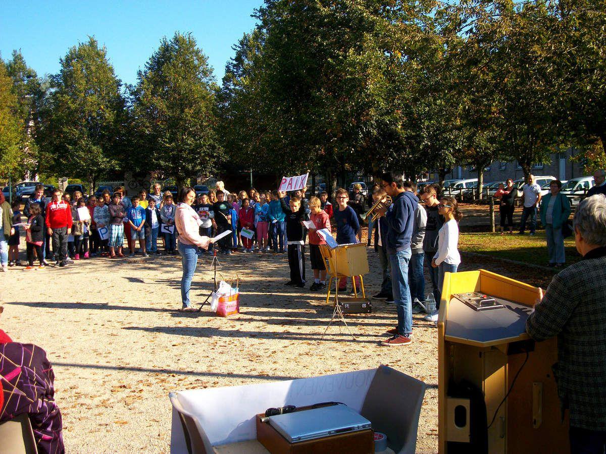 Cérémonie autour de l'arbre de la Paix à Argentat, 21 septembre 2016