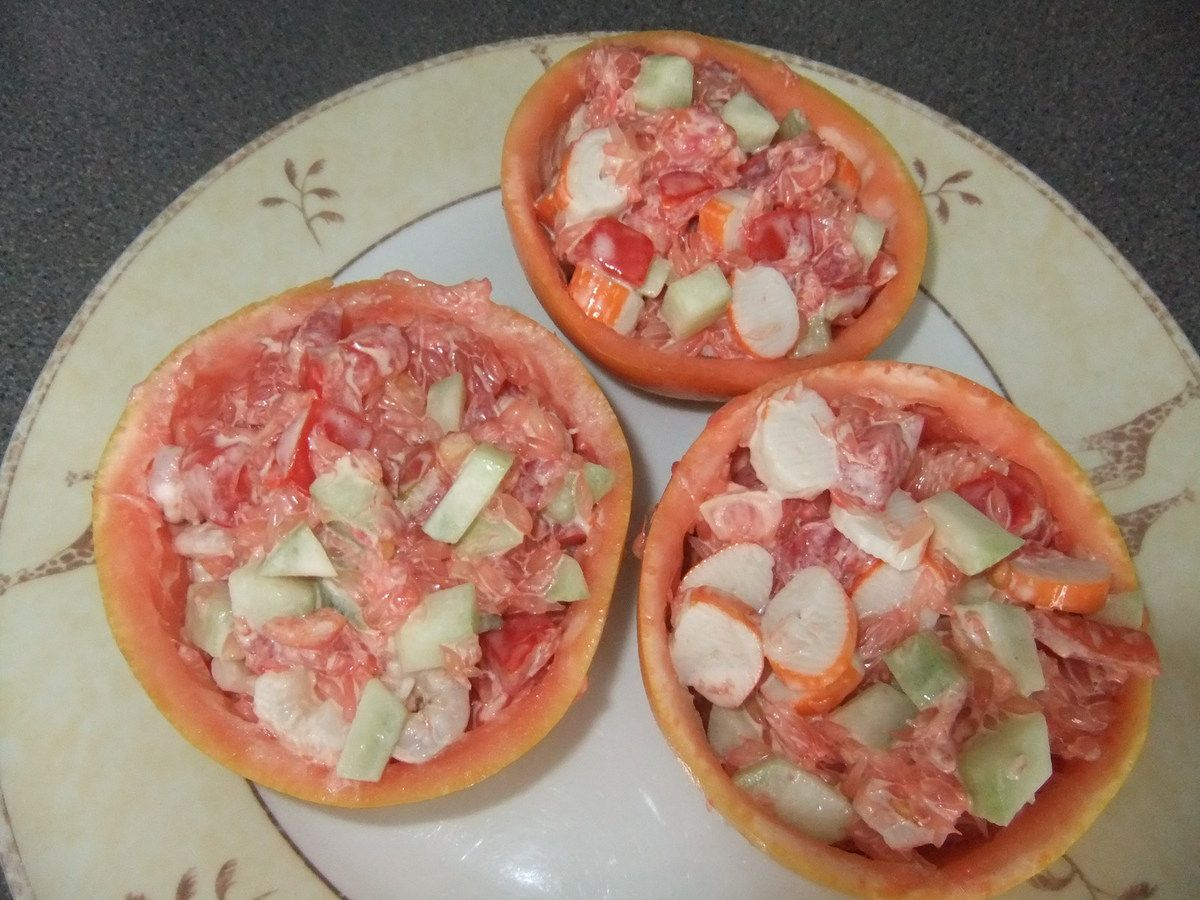 Pamplemousse surprise crevettes ou surimi, concombre et tomates