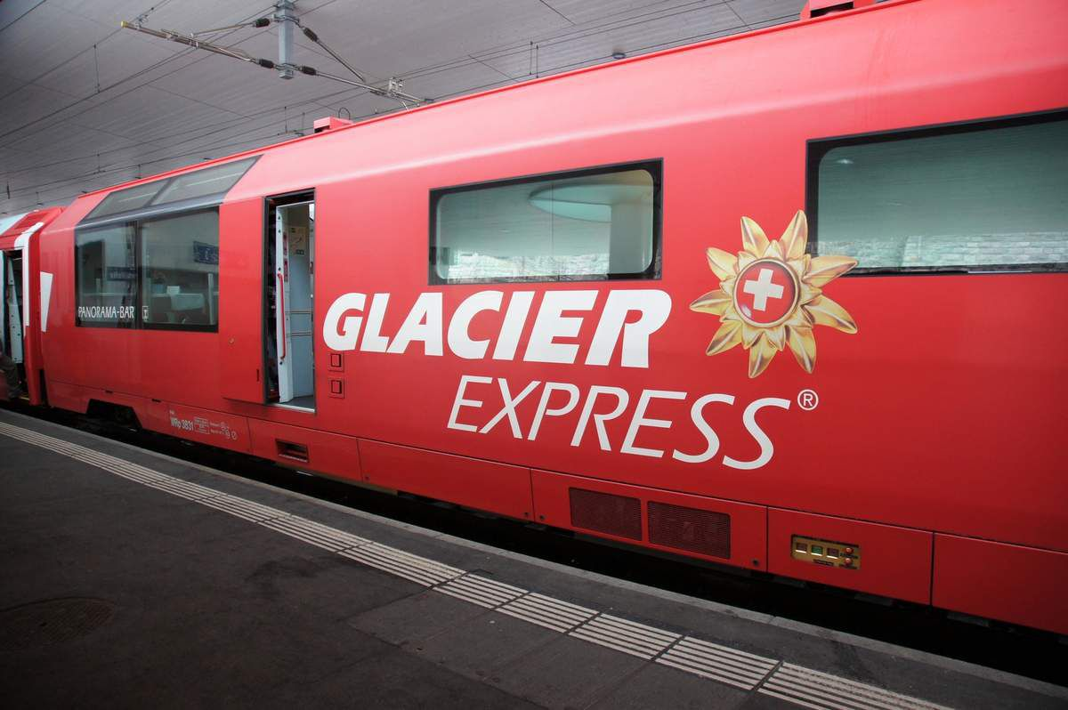 glacier express entre coire chur et brig le p 39 tit train de jic. Black Bedroom Furniture Sets. Home Design Ideas
