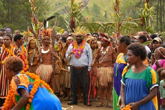 Papouasie/Nouvelle-Guinée : au milieu d'une guerre tribale, des missionnaires gagnent des âmes à Christ