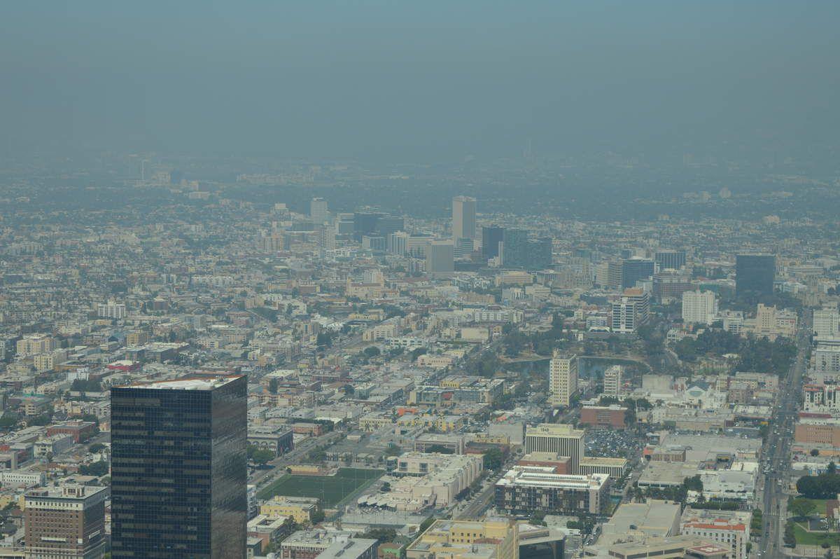 On voit loooooin.... Enfin ça serait mieux sans la brume/pollution!