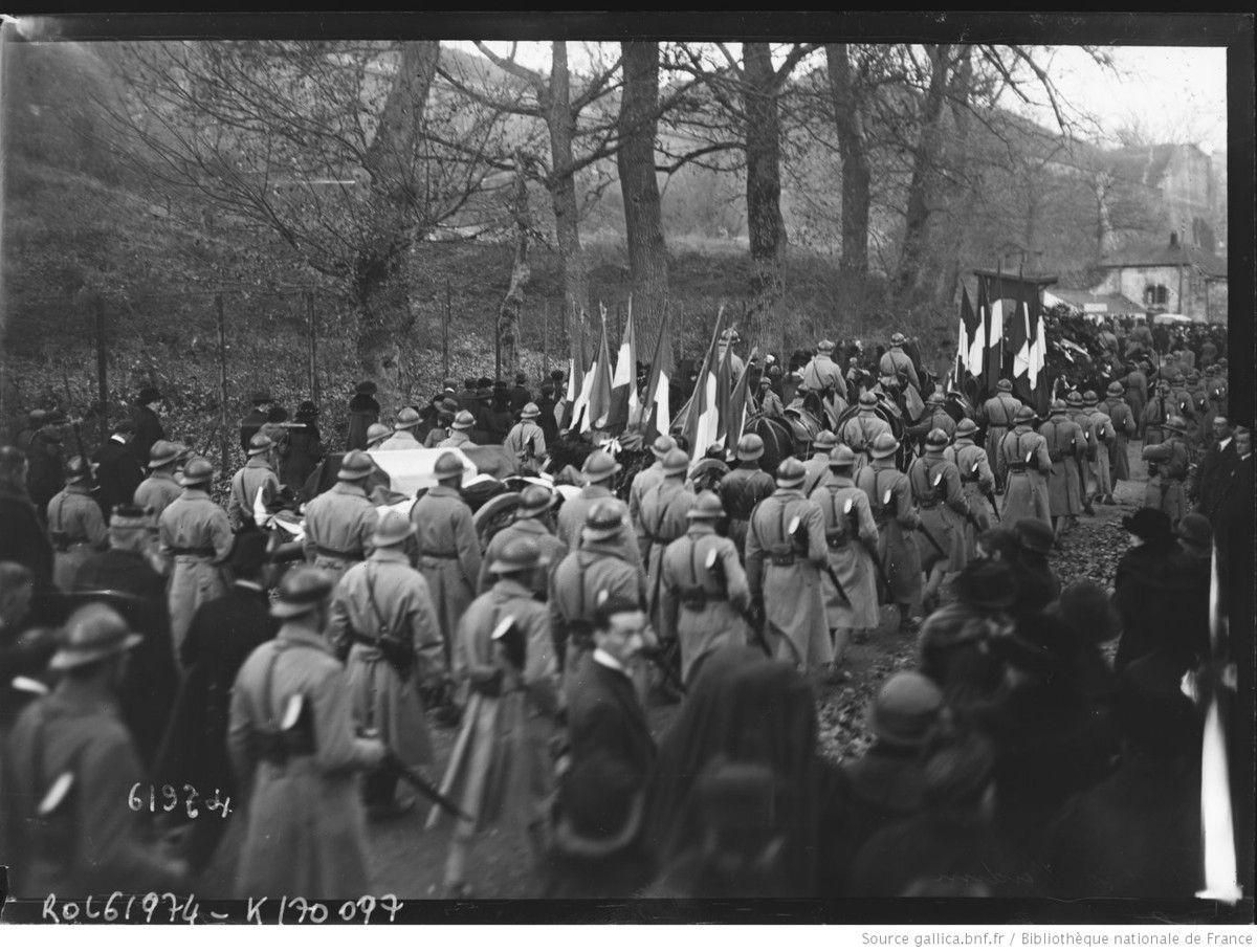 10-11-20, Verdun cortège accompagnant vers la gare la bière du soldat inconnu - Agence Rol. Agence photographique - Source gallica.bnf.fr / Bibliothèque nationale de France