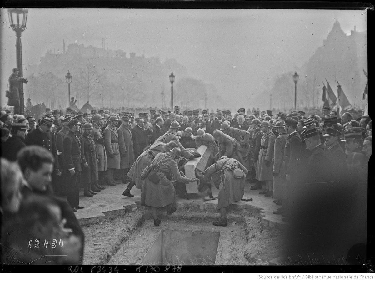 28/1/21, inhumation du soldat inconnu à l'Étoile -  Agence Rol. Agence photographique - Source gallica.bnf.fr / Bibliothèque nationale de France