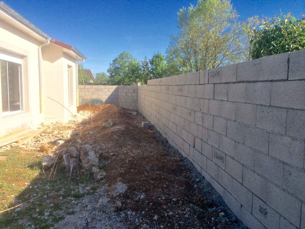 Allez plus que quelques parpaings et le mur sera fini