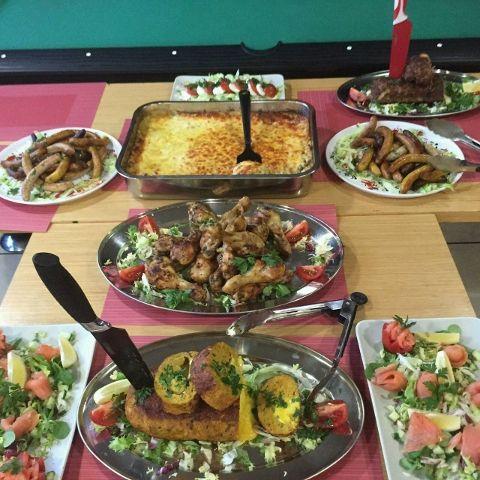 Buffet pour un repas partag entre coll gues et amis ma for Entre pour un repas