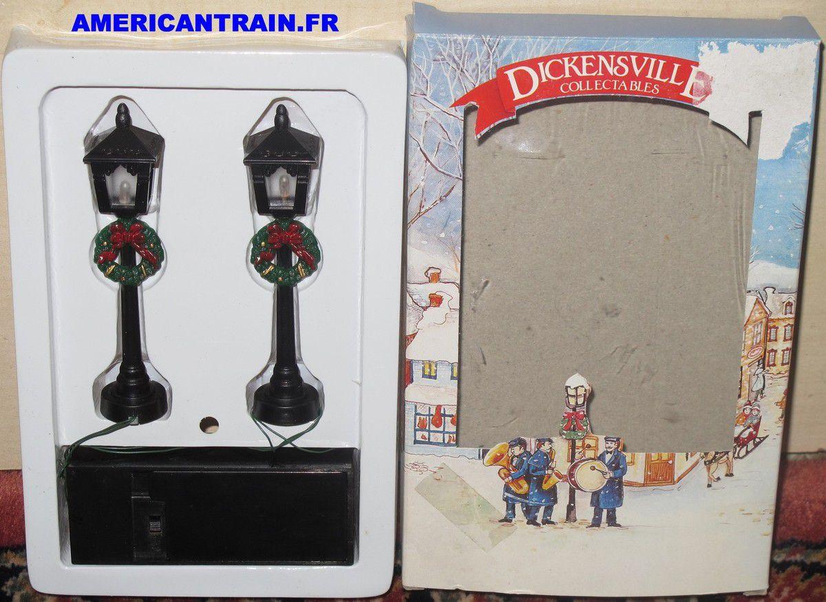 Deux lampadaires fonctionnels compatibles échelle O Dickensville