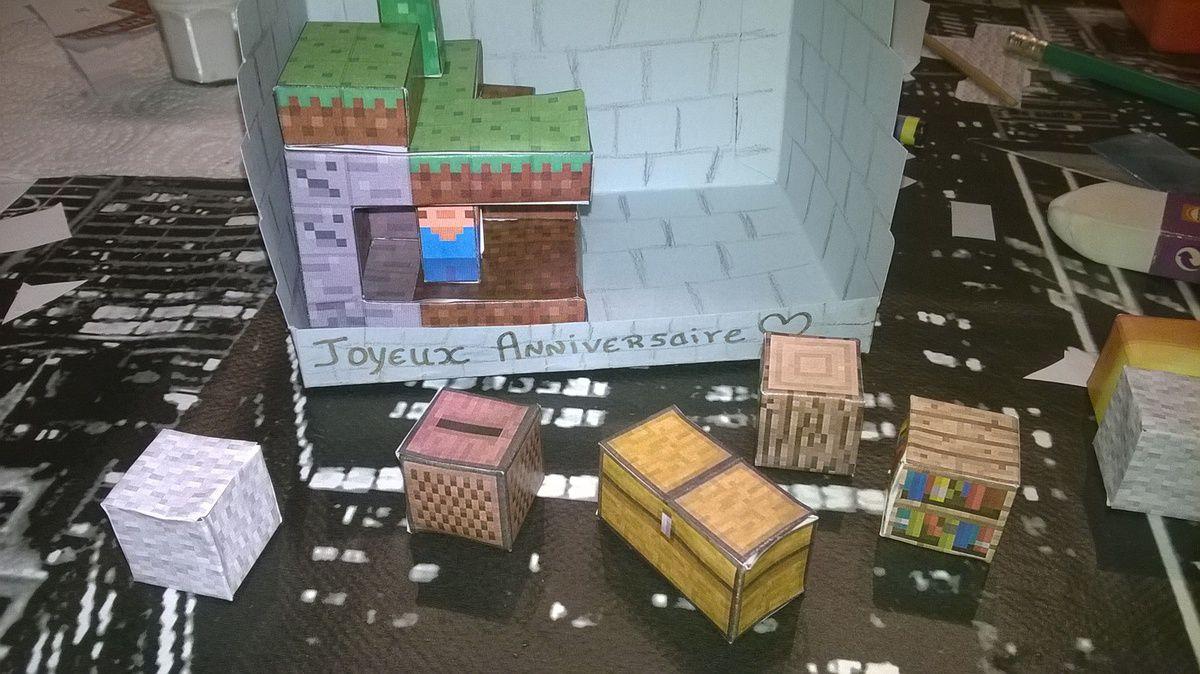 Carte Minecraft 3D et Kirigami foot