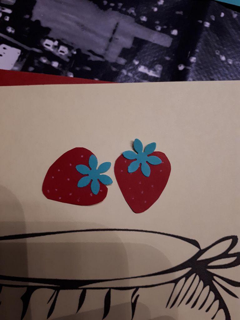 Carte aux fraises et son fraisier 3D