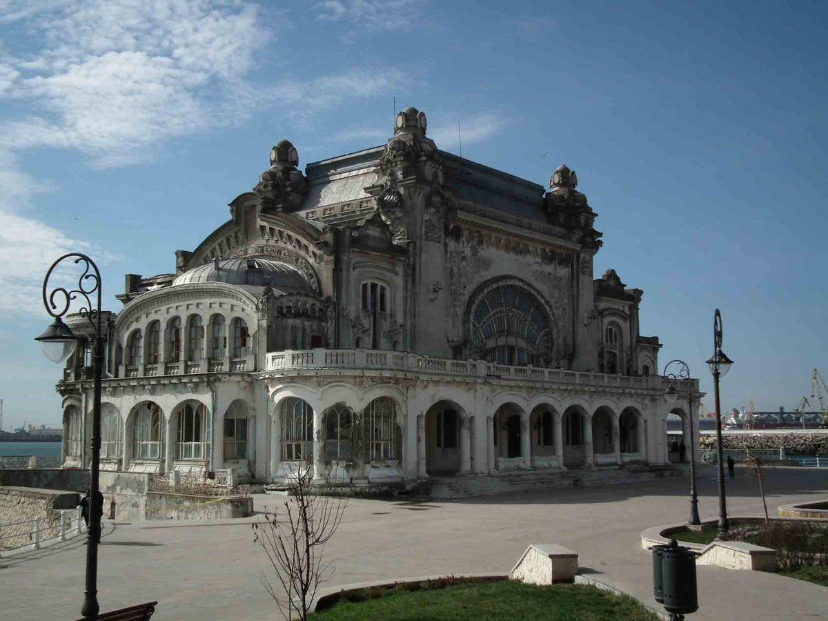 Constanta: l'ancien casino (construit par un certain Daniel Renard !), le musée d'histoire et une reproduction de la Louve