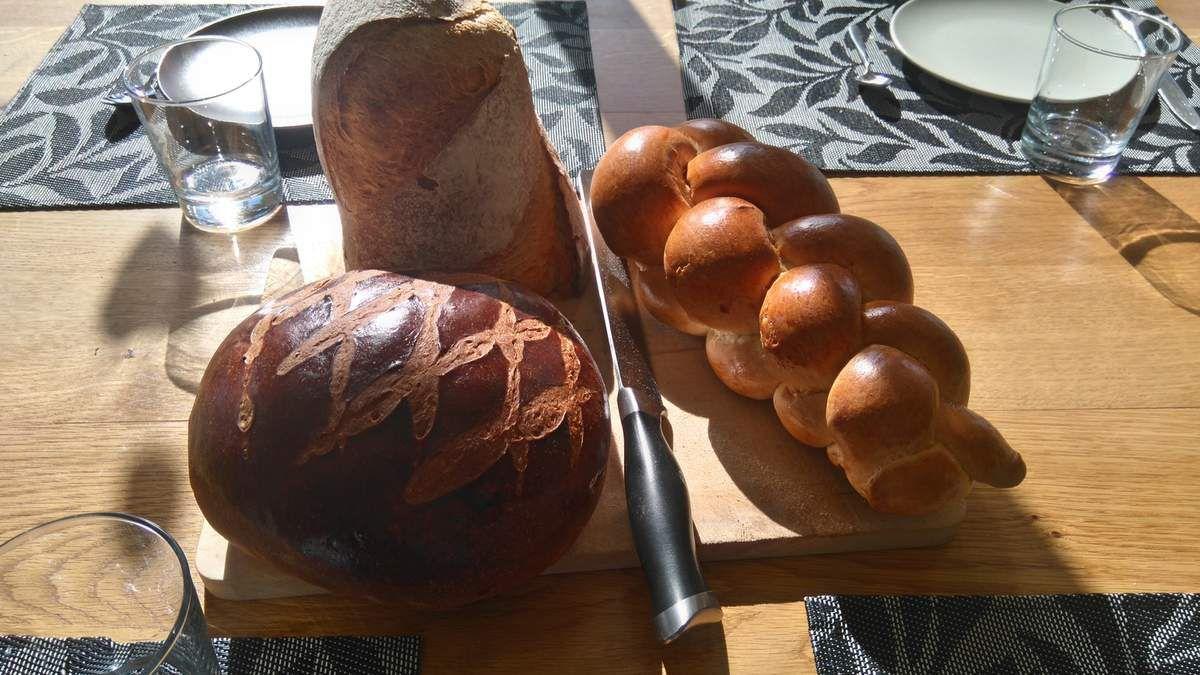 Une petite fondue chez nos amis Suisse et brioche local au ptit Dej (La cuchaule)