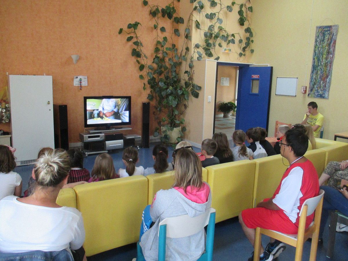 Devant le film sur l'association ADASMS
