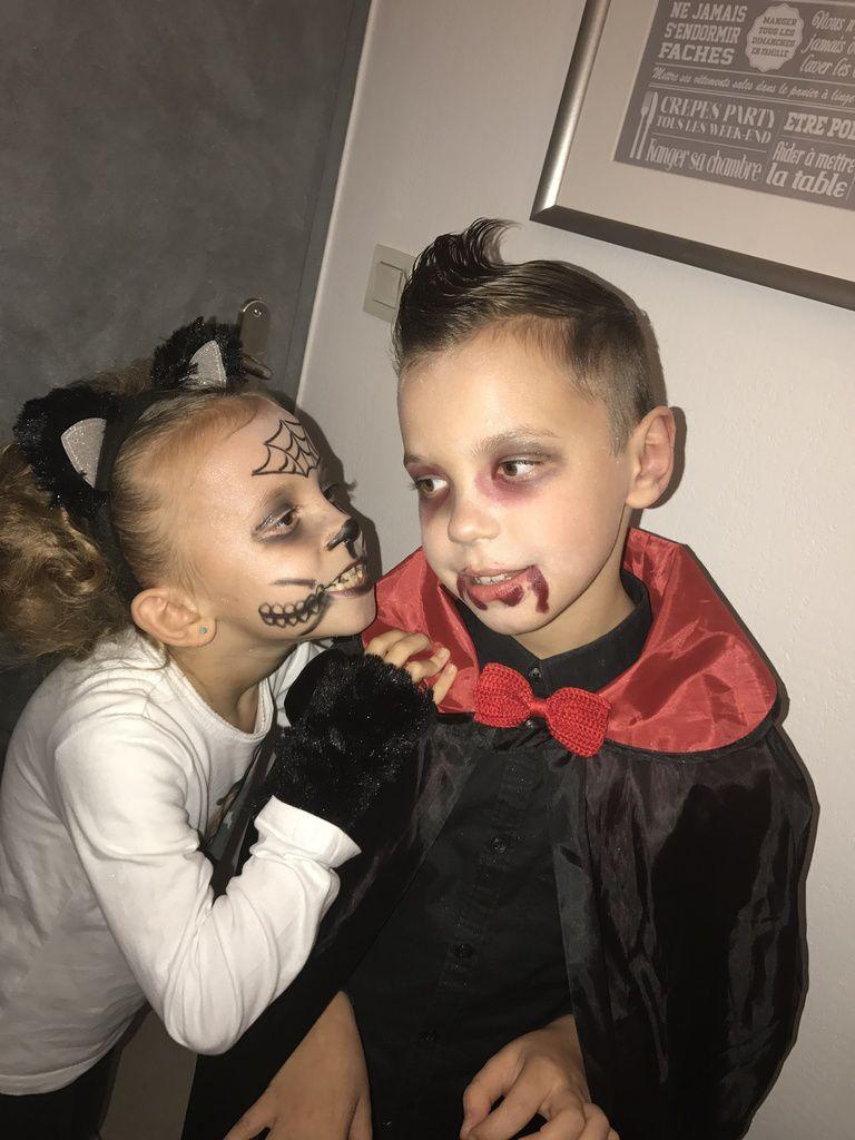 On prend la pose #halloween #deguisement #trickortreat #desbonbonsouunsort