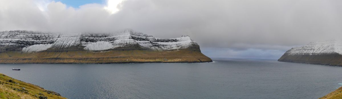Vue sur Borðoy depuis Viðoy.