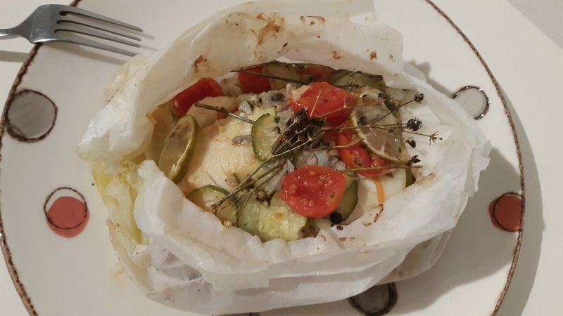 Cette papillote peut se faire avec d'autres filets de poisson (merlu, lieu, daurade...), mais je préfère le  coté bien charnu du cabillaud. C'est un plat savoureux et léger.