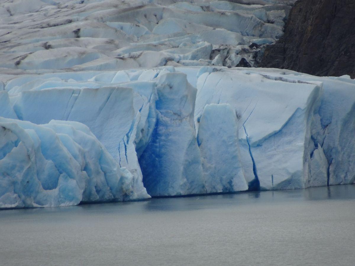 Zoom sur le front du glacier