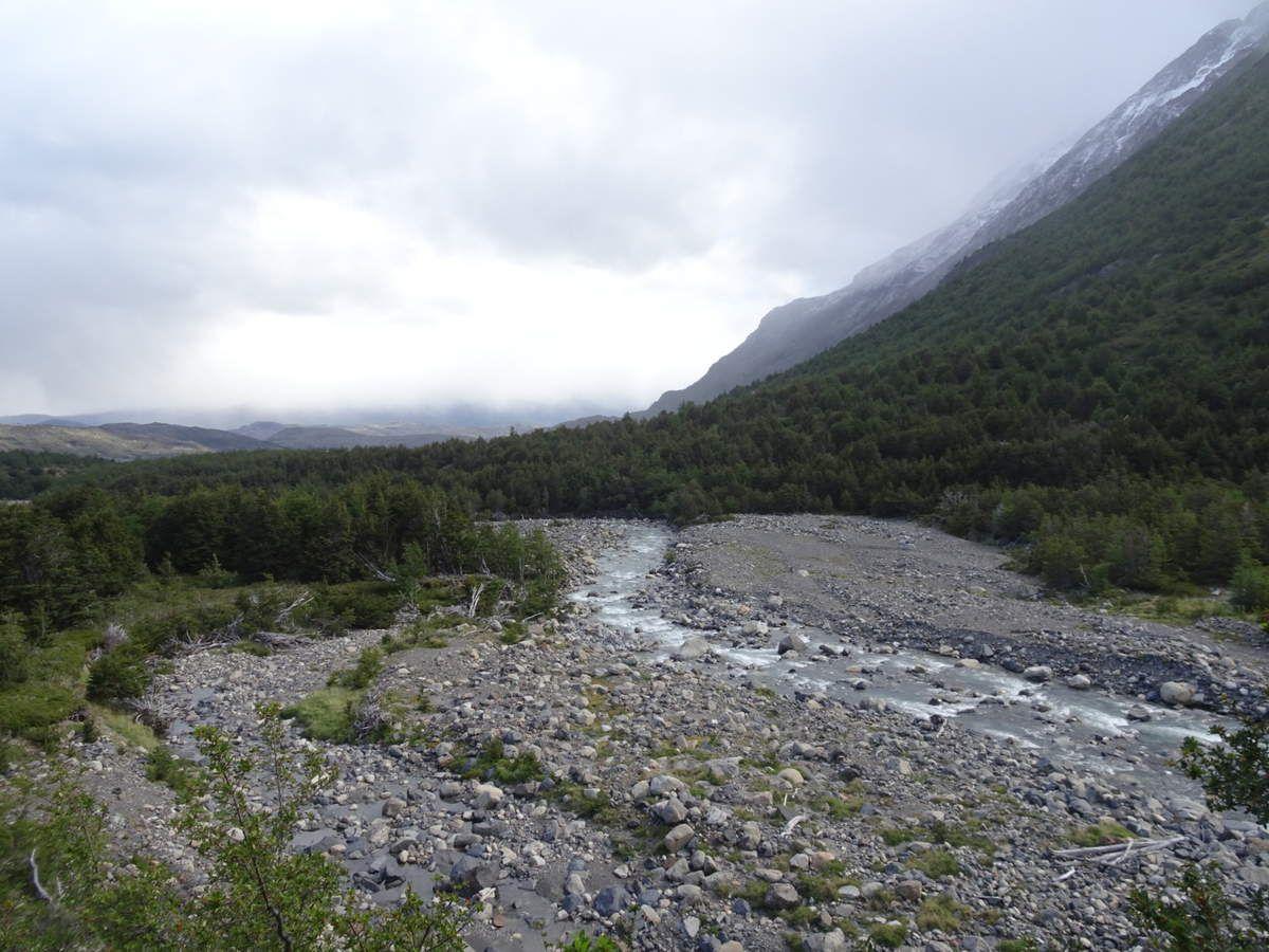La rivière qui descent du glacier