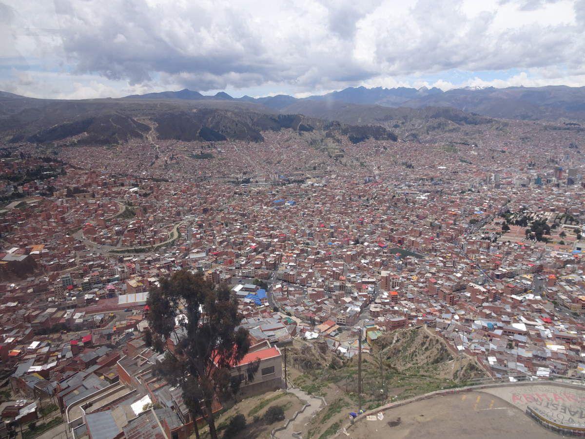 Vues de la plus haute capitale du monde depuis les télécabines