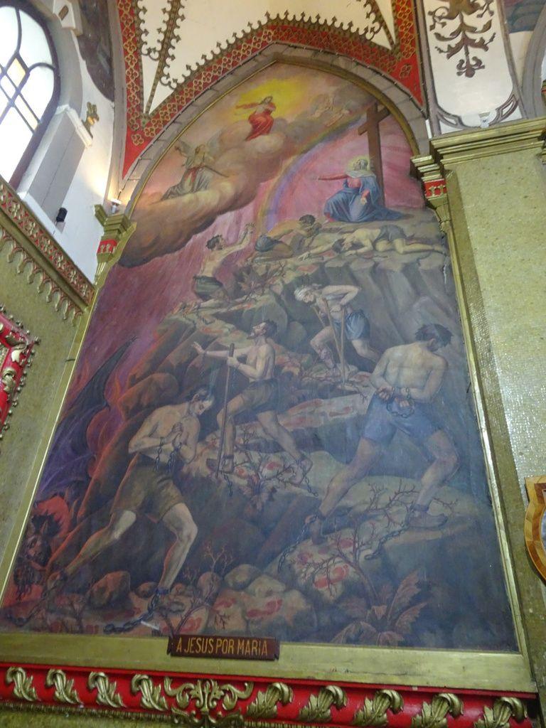 Église de la Virgen de Agua Santa avec ses nombreux horaires de messe et ses tableaux présentant les miracles attribués à la Virgen
