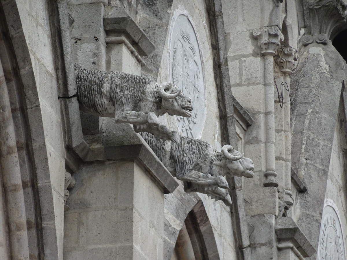Gargouilles et statues extérieures