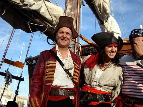 COSTUMES DE PIRATES