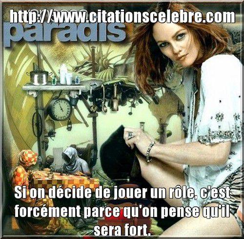 une chanteuse, actrice et mannequin française