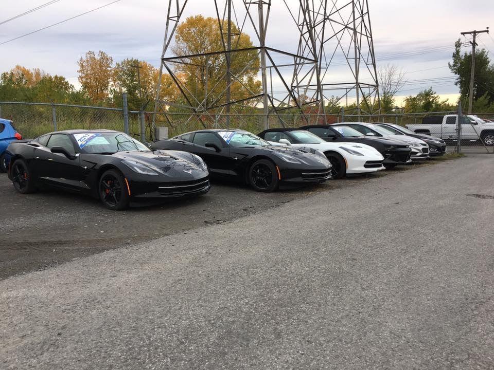 Quelques corvettes sur le parc auto de chez Hamel auto