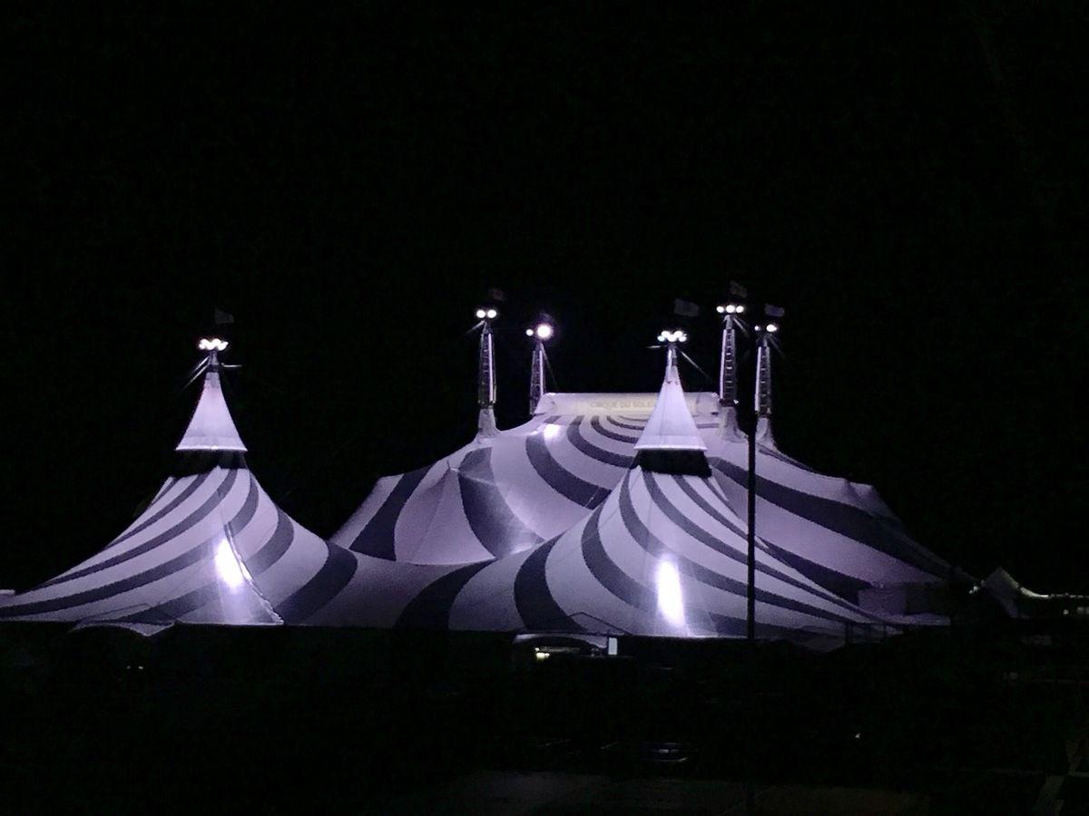 Chapiteau du cirque du soleil qui part maintenant en Europe avec son spectacle Volta