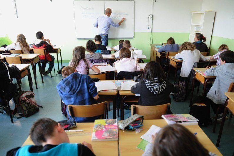 Aide aux devoirs, primes, rythmes scolaires : Hamon veut marquer sa différence sur l'école...