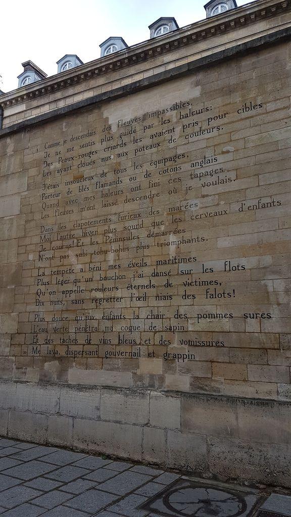 Une ville qui affiche Rimbaud sur ses murs!