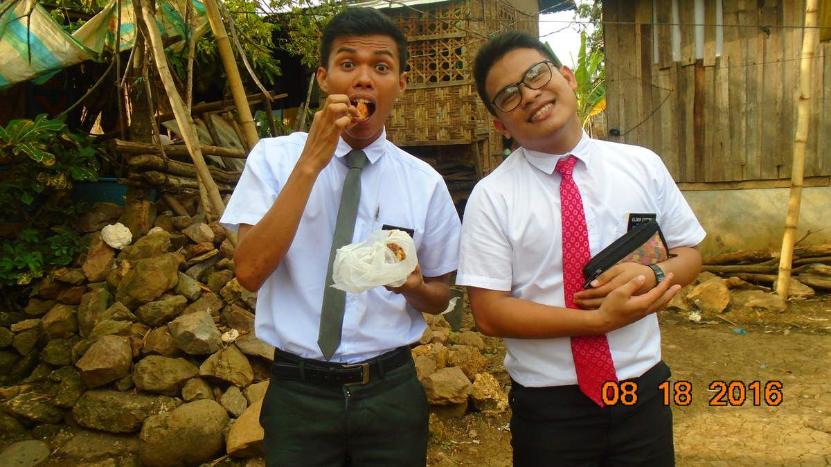 Elder Espina is my prodigal son! ahahahah....sounds funny, anyway, he's great...A very hardworking missionary, very teachable and humble. I learned a lot from him most especially a lot of Cebuano words! Actually he's from Talisay Cebu!