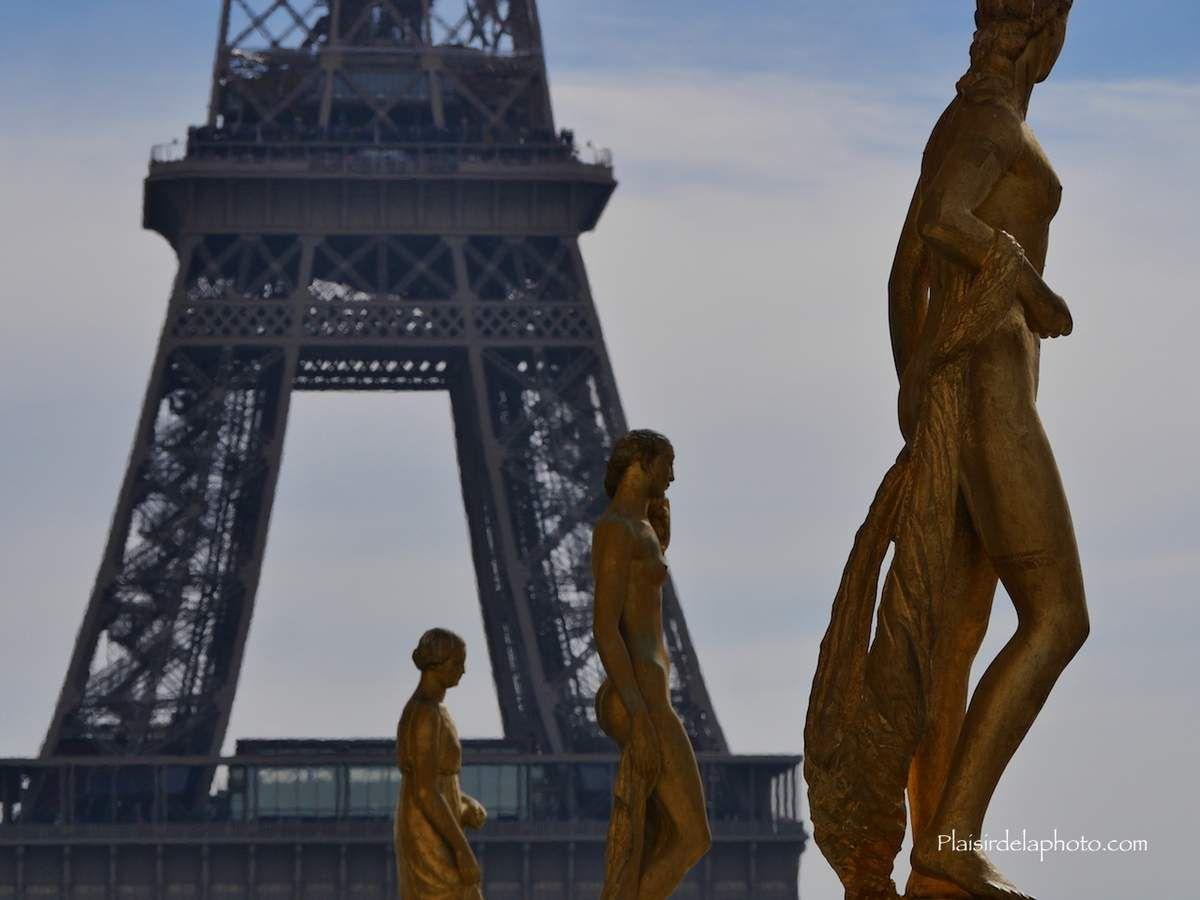 Paris Statues de la place du Tocadero et Tour Eiffel