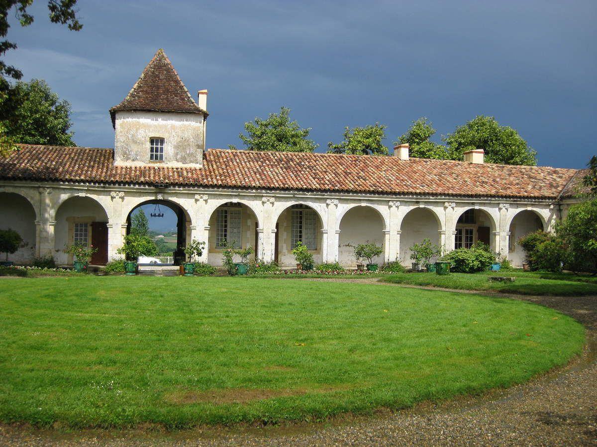 Château de Gaujacq en été