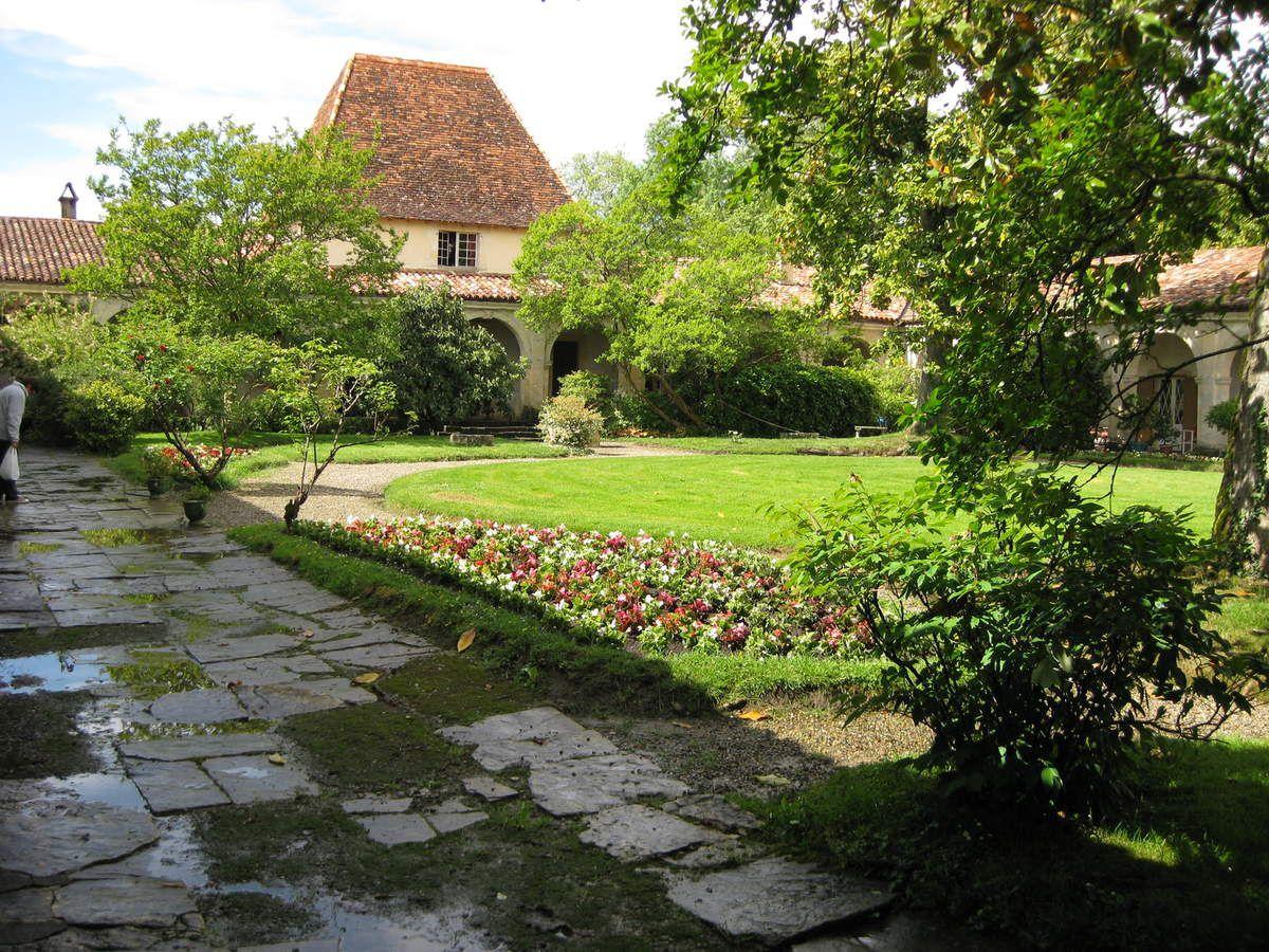 Château de Gaujacq au printemps