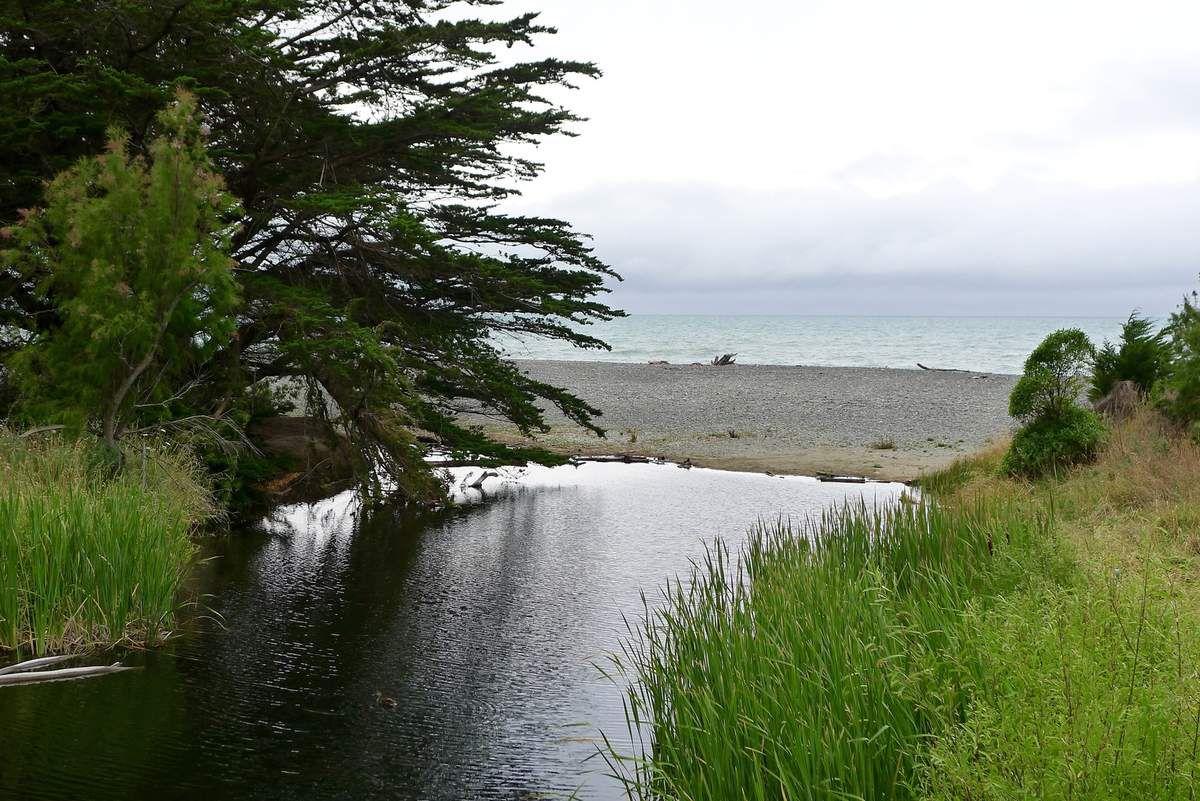 ... Gore Bay, trois maisons, un peu d'eau douce qui se perd on ne sait où juste avant la mer, et un charme fou.