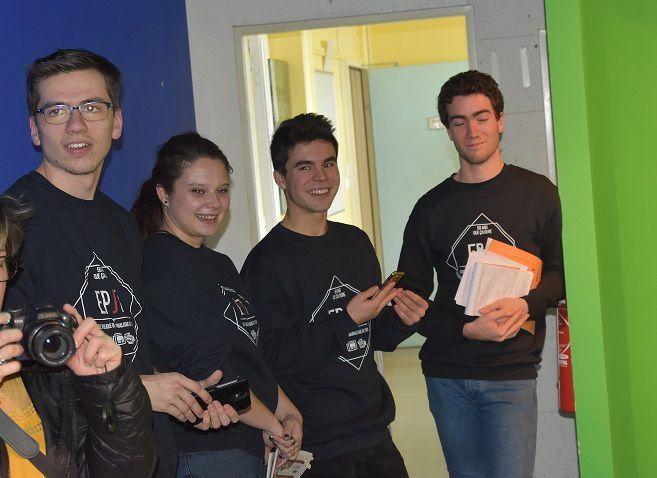 Merci aux étudiants en journalisme (Elea Thomas Manu Bastien...) et Radio Campus Tours (Solène) Crédit photos Familles Jeunes reporters
