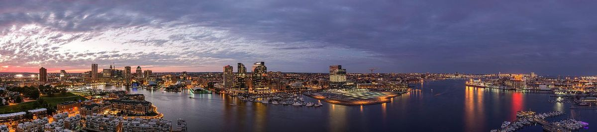 (Baltimore's Inner Harbor, photo de Patrick Gillespie, 03/09/2016, wikipédia)