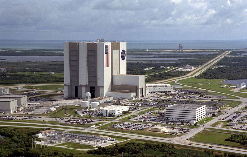 (Kennedy Space Center, Floride, photo de la NASA, 14/10/1999, www.grin.hq.nasa.gov, wikipédia)