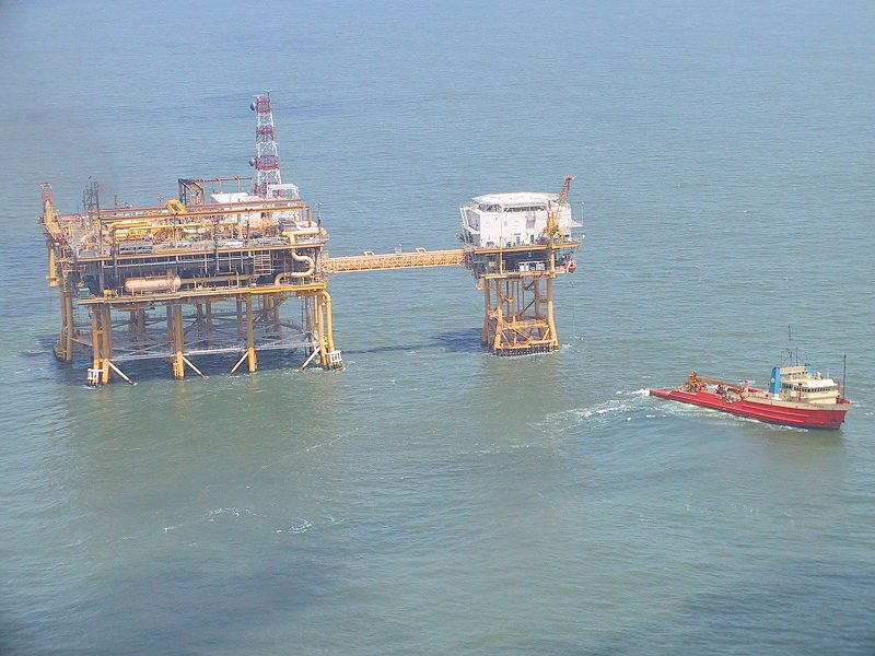 (Plateforme pétrolière offshore, Louisiane, photo de Edibobb, wikipédia)