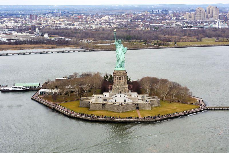 (Vue aérienne de la statue, photo Don Ramey Logan Jr, 14/12/2014, wikipédia)