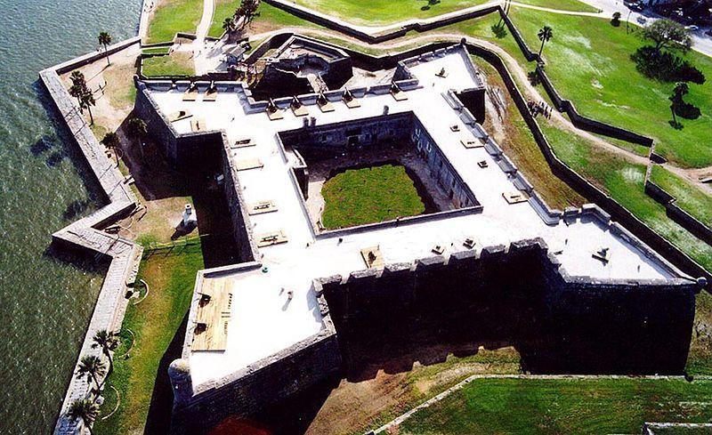 (Castillo de San Marcos, photo NPS, www.nps.gov, wikipédia)