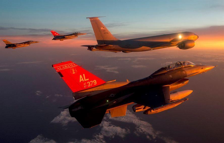 (F-16 de l'Air National Guard de l'Alabama en Roumanie, 13/10/2015, photo de Staff Sgt Matthew Bruch, USAF, www.187fw.ang.af.mil)