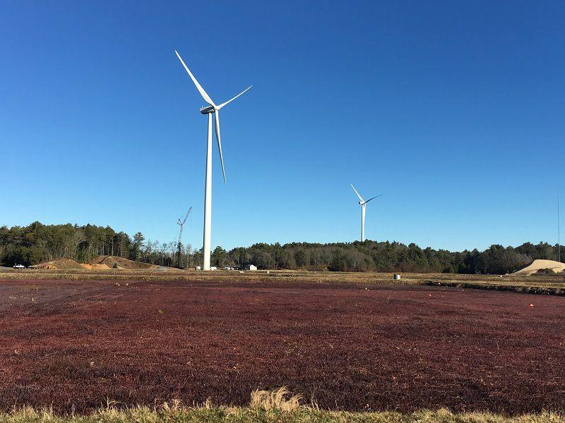 (Éoliennes à Plymouth, MA, photo www.massenergy.org)