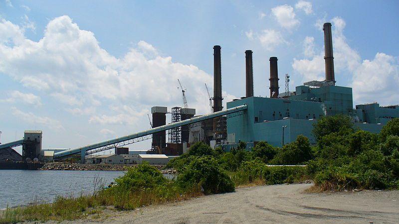 (Centrale à charbon de Brayon Point, photo Wikimaster97commons, 07/7/2007, wikipédia)