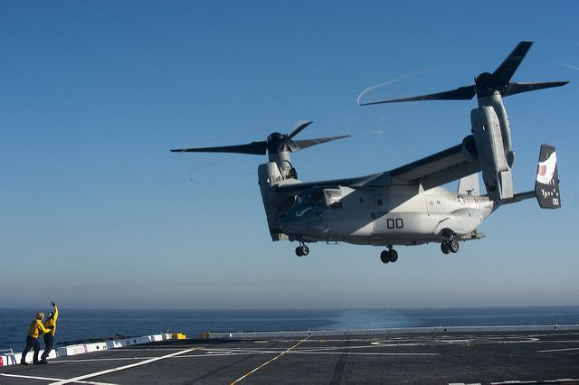 (MV-22 B à l'entraînement, USS San Diego, photo MCS Seaman Gerald Dudley Reynolds, US Navy, 14/11/213, www.flickr.com)