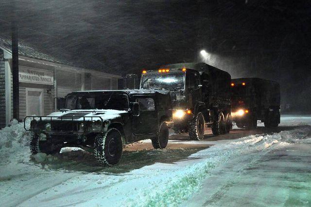 (Aide de l'ARNG aux autorités durant la tempête Hercules, photo Duxbury Fire Department, 03/01/2014, www.flickr.com)