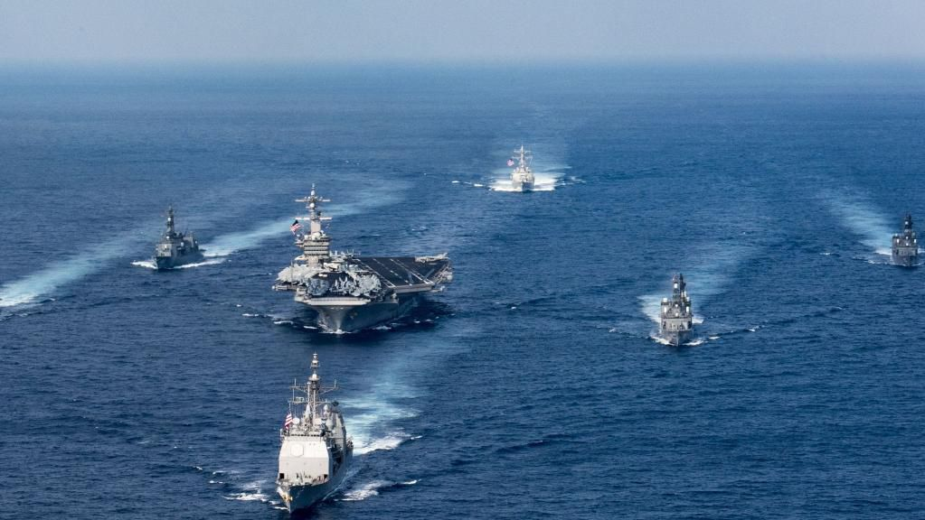 (USS Carl Vinson à l'exercice avec la marine d'autodéfense japonaise, photo: US Navy/AFP, 12/04/2017, www.theaustralian.com.au)