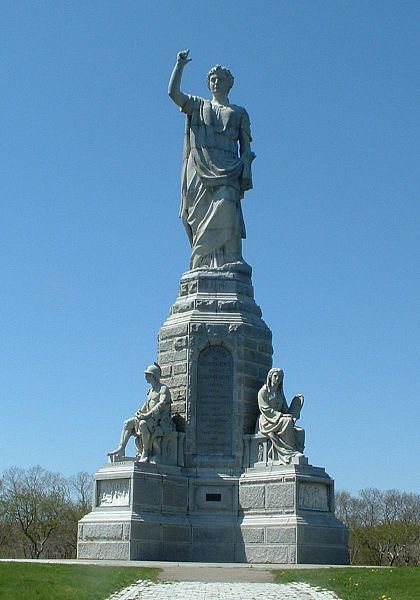 (National Monument to the Forefathers, photo de ToddC4176, 28/04/2005, wikipédia)