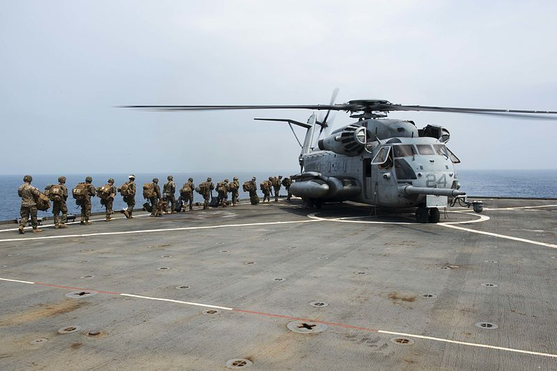 (Exercice PHIBLEX15 avec un CH-53, USS Germantown, photo MCS 2nd class Amanda R. Gray, US Navy, 05/10/214, wikipédia)